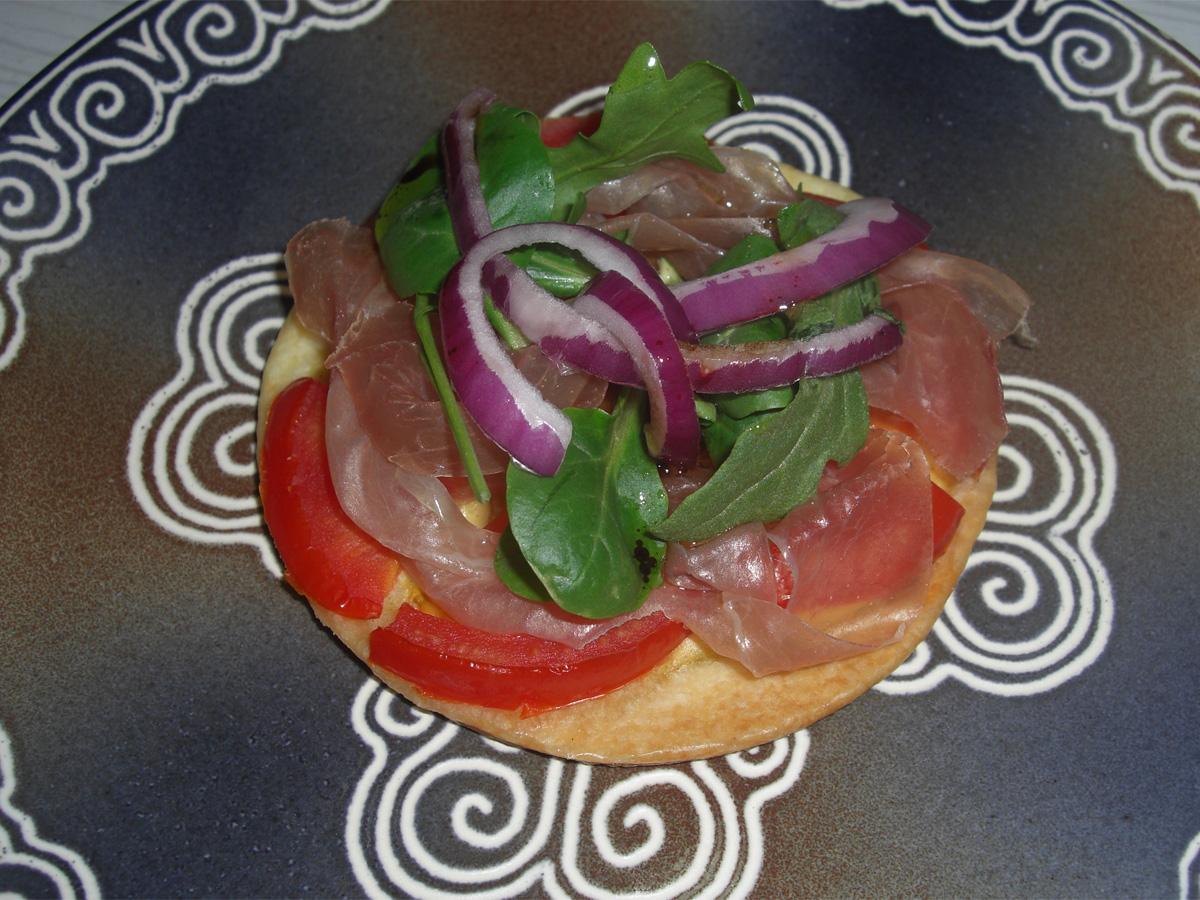 Tarte fine tomate jambon de pays