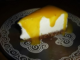 Cheesecake coco-citron vert et son coulis mangue