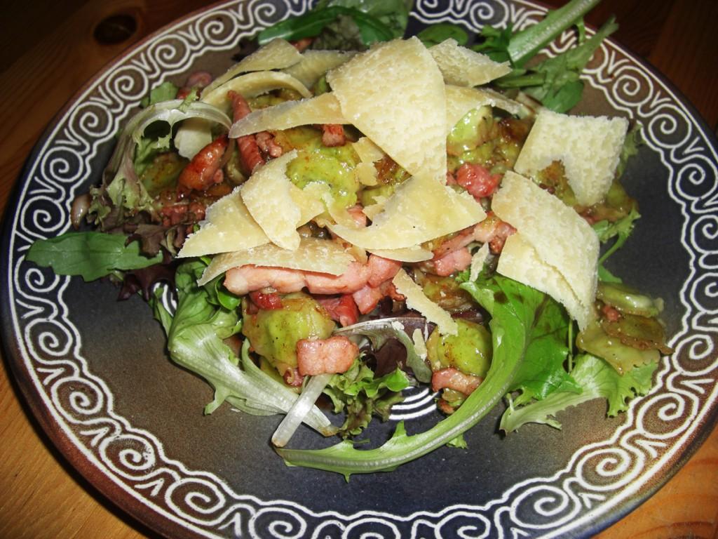 Salade de ravioles et lardons